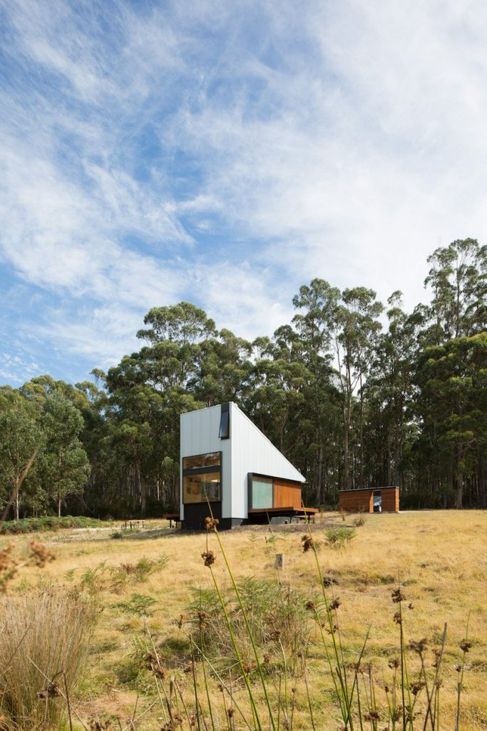 A Cabin Design That Combines Japanese Aesthetics and the